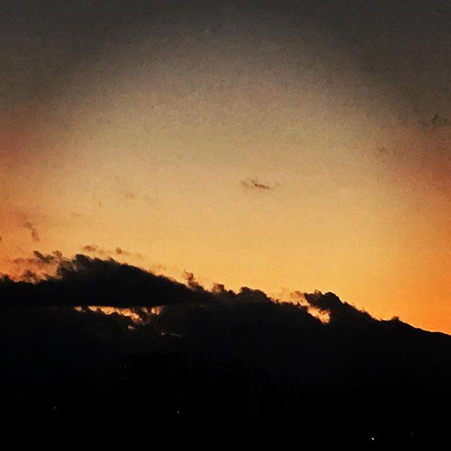 【ぐもにん2025】幸せを振り返る。今日も「笑顔の選択」と。#goodmorning #beautifulsky #beautiful #sky #sunset #おはよう