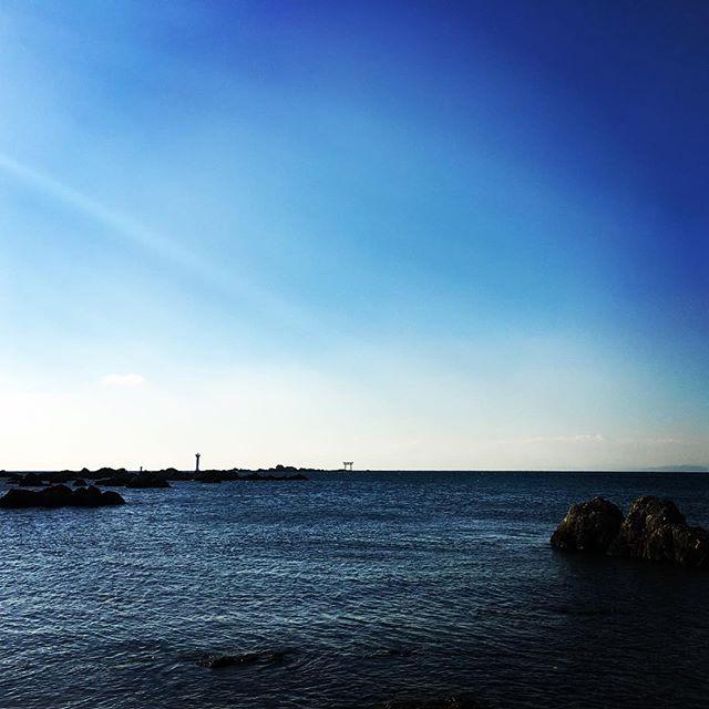 【ぐもにん2055】最初に浮かぶ音の響きを大切に。今日も「笑顔の選択」と。#goodmorning #beautifulsky #beautifulsea #bluesky #beautiful #blue #sky #sea #photography #photo #iphonephotography #おはよう