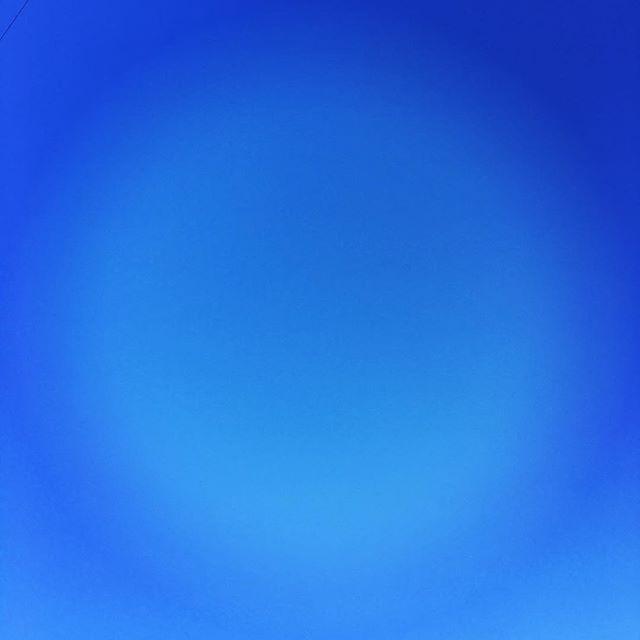 【ぐもにん2053】いろんな角度から物事を見ると、本質が浮かび上がってくる。今日も「笑顔の選択」と。#goodmorning #bluesky #beautifulsky #blue #beautiful #sky #photo #photography #iphonephotography #おはよう