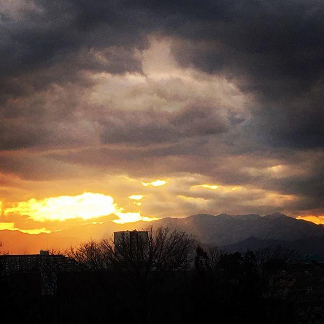 【ぐもにん2677】変化が自然。今日も「笑顔の選択」と。#goodmorning #beautifulsky #beautiful #sky #sunset #skyphotography #photography #photo #iphonephotography #おはよう