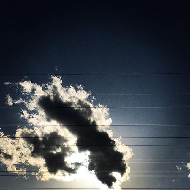 【ぐもにん2676】澄んだ音を奏でる心へチューニング。今日も「笑顔の選択」と。#goodmorning #beautifulsky #beautiful #sky #clouds #cloudart #sunshine #photography #photo #iphonephotography #おはよう