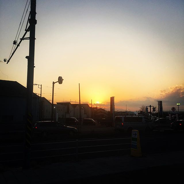 【ぐもにん2697】始まりは終わりの始まり。終わりは新しい始まり。今日も「笑顔の選択」と。#goodmorning #beautifulsky #beautiful #sky #sunset #photography #photo #iphonephotography #おはよう