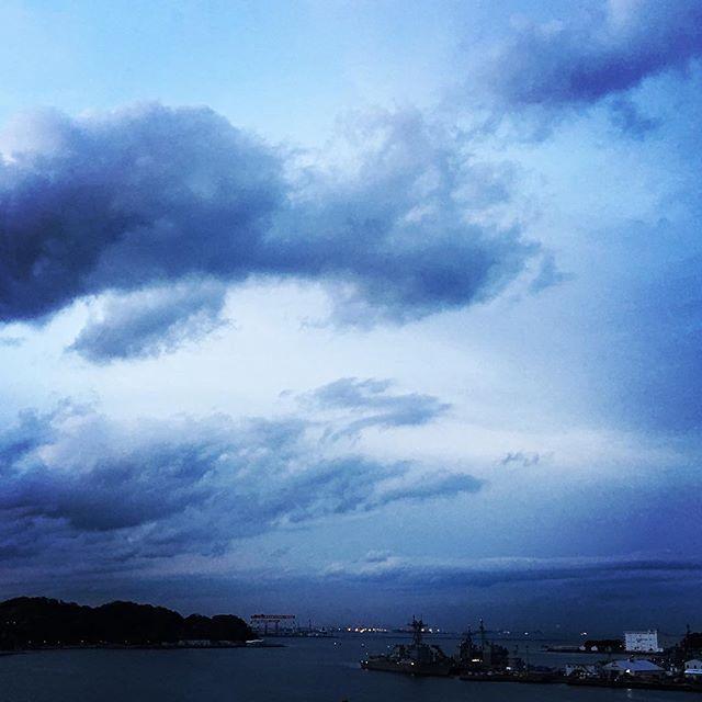 【ぐもにん2709】自分のリズム、自分の音の中で生きる。今日も「笑顔の選択」と。#goodmorning #beautifulsky #beautiful #sky #cloudart #clouds #sunsettime #photography #photo #iphonephotography #おはよう