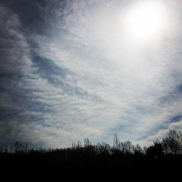 【ぐもにん2701】やりたいことは出来ること。今日も「笑顔の選択」と。#goodmorning #beautifulsky #beautiful #sky #cloudart #clouds #photography #photo #iphonephotography #おはよう